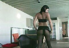 Latina nonton bokep jepang full movie muncul di depan webcam.
